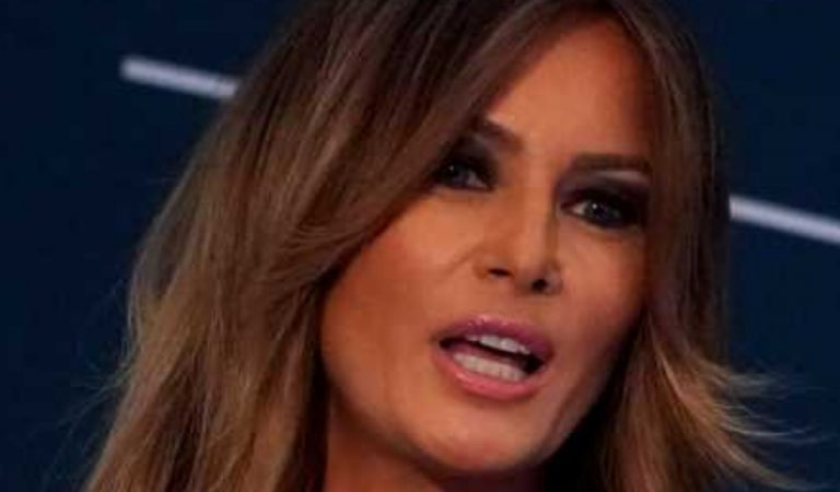CNN Reports Melania Trump Didn't Even Write Her Own Thank You Notes To White House Staff