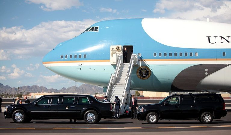 """Photo Of Trump Exiting Air Force One Has Americans Spitting Mad: """"He's Robbing Us Blind!"""""""
