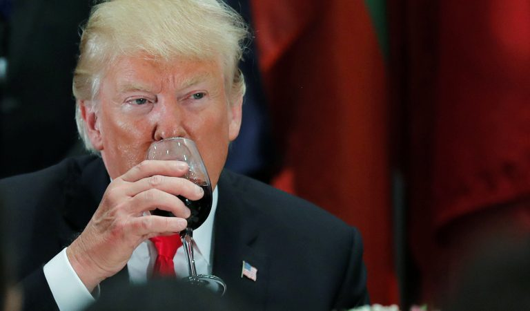 """A Former Inside Source Claimed Trump Has Herpes: """"Crew Was Warned To Wear Gloves When Handling His Water Glass"""""""